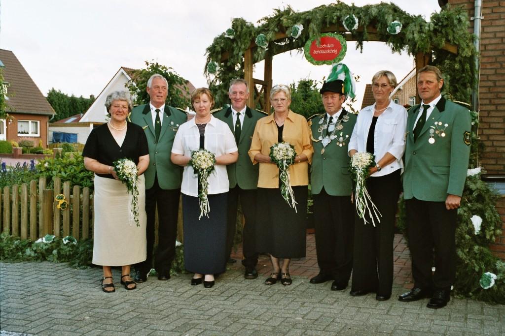 Der Thron 2004